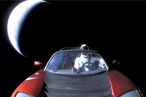 خودروی تسلا در نزدیک فاصله با مریخ