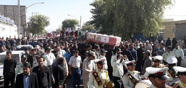تشییع پیکر مامور نیروی انتظامی در عنبرآباد کرمان