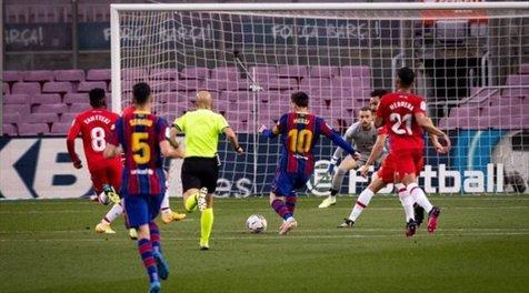 شکست بارسلونا در خانه مقابل گرانادا و از دست رفتن فرصت صدرنشینی