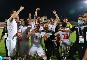 بریز و بپاش غیرقانونی برای صعود تیم ملی فوتبال در آخرین ماه های دولت؛ پاداش از جیب مردم برای فوتبالیست های میلیاردر!