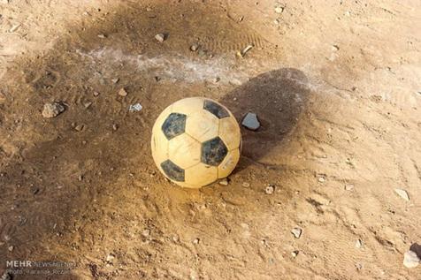 فرود اضطراری بالگرد اورژانس در زمین فوتبال در خوزستان + فیلم
