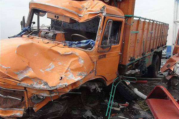 برخورد کامیون و سواری در مسیر ارومیه - مهاباد ۳ نفر را به کام مرگ کشاند