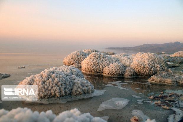 برداشت ۱۵ هزار تن نمک از بستر دریاچه ارومیه