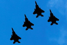 ترس آمریکا از سرنگونی هواپیماهایش توسط روسیه و طرفداری ترامپ از مسکو