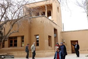 بازدید مسافران نوروزی از بیت تاریخی حضرت امام خمینی (س) در خمین