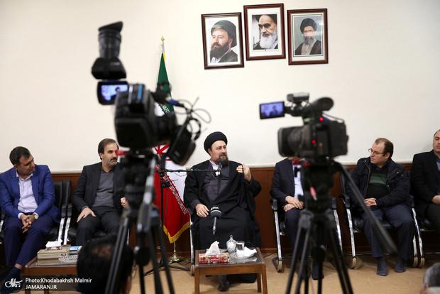 دیدارمدیران و جمعی از اعضای تحریه موسسه مطبوعاتی ایران و خبرگزاری ایرنا با سید حسن خمینی