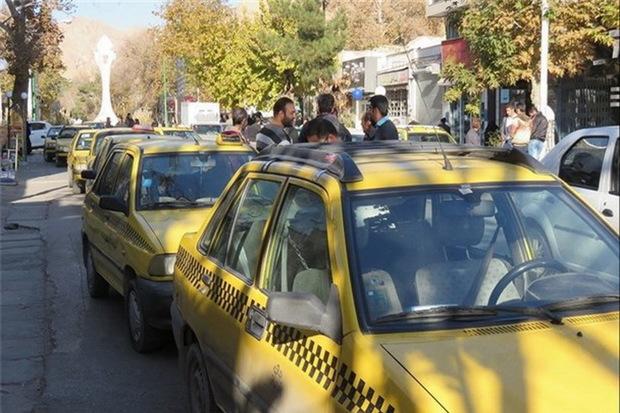 تاکسی داران کرمانشاهی صاحب کارت شناسایی شدند