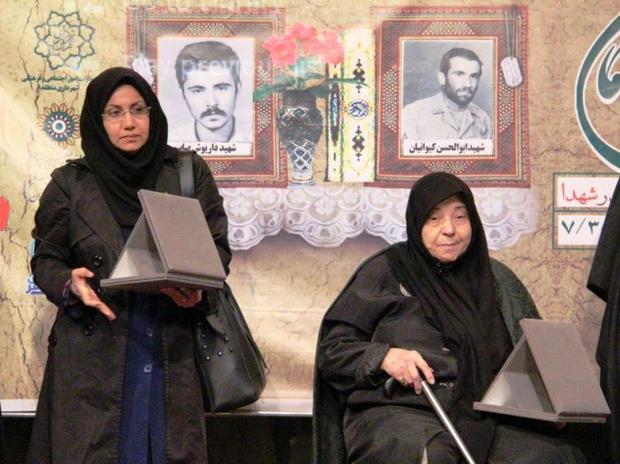 مادر شهید صابر: خاک کشور با خون شهدا آبیاری شده است