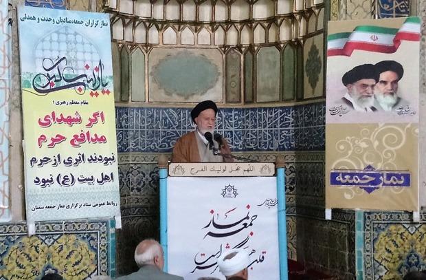 امام جمعه سمنان: مردم ایران خواهان مذاکره با آمریکا نیستند