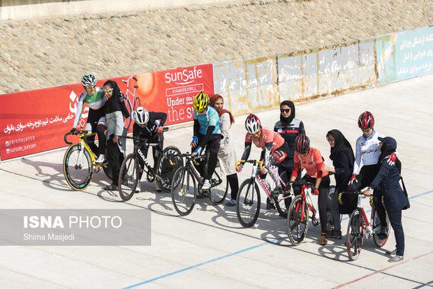 نایبقهرمانی رکابزنان هرمزگان در لیگ بانوان کشور