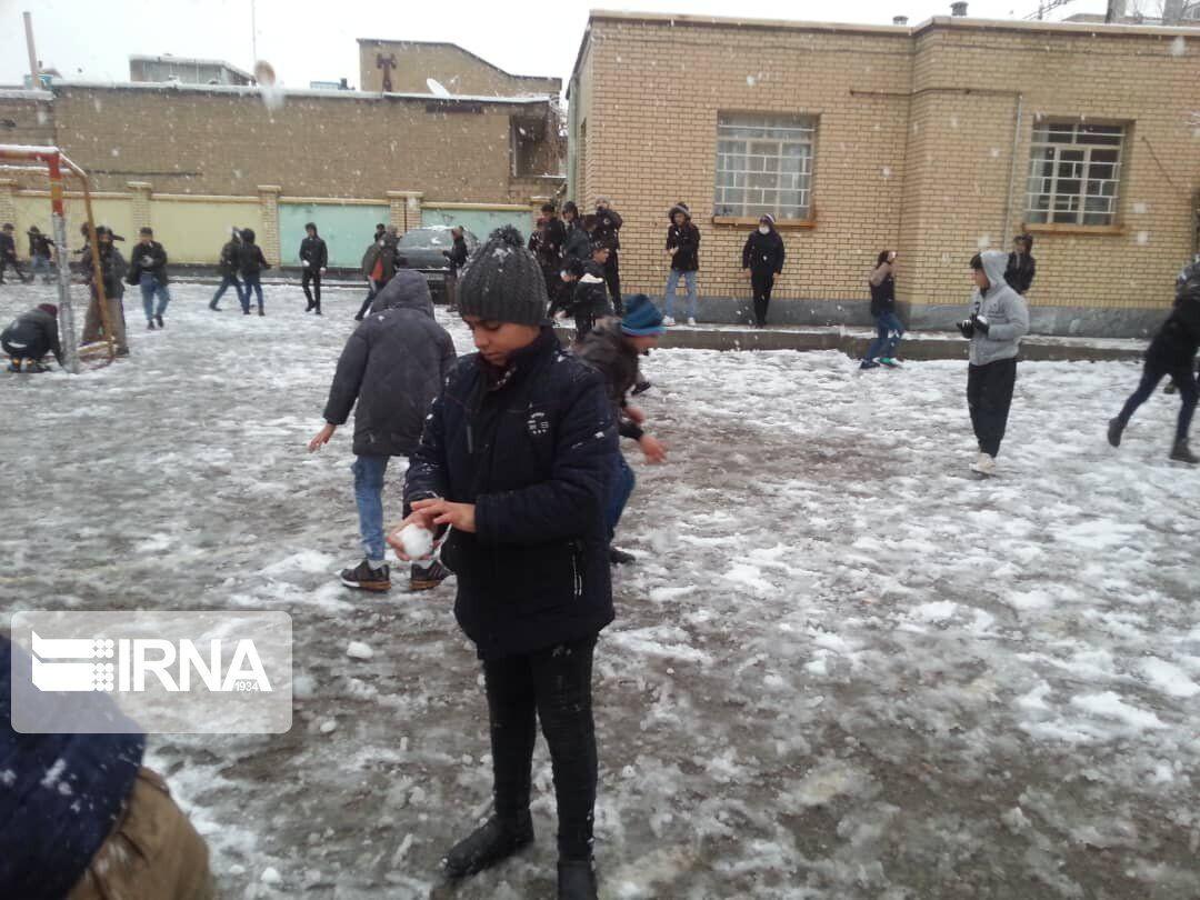 فعالیت مدارس شهرستان فیروزکوه روز شنبه با یک ساعت تاخیر آغاز میشود