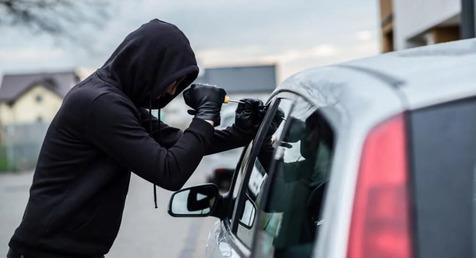 دستگیری سارقان لوازم داخل خودرو / کشف ۲۰۰ فقره سرقت