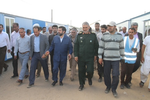 استاندار خوزستان مشکلات سیل زدگان روستای مگرن 3 را بررسی کرد