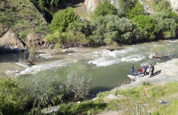 سقوط سواری روآ به رودخانه در سروآباد چهار کشته بر جا گذاشت