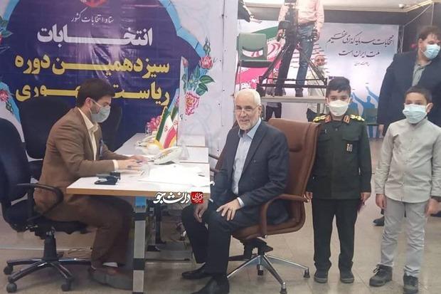 چه کسی با لباس سپاه همراه مهرعلیزاده به ستاد انتخابات رفت؟ + عکس