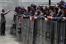 نیروهای امنیتی ونزوئلا از ورود نمایندگان مخالف به پارلمان جلوگیری کردند