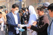 دو هزار ماسک رایگان در روستای سلطانآباد رخ توزیع شد