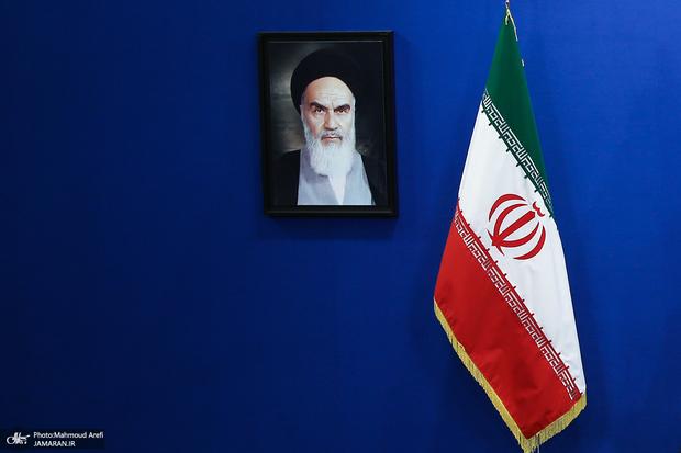 بی توجهی به تصویر امام خمینی در وزارتخانه ها و نهادها!