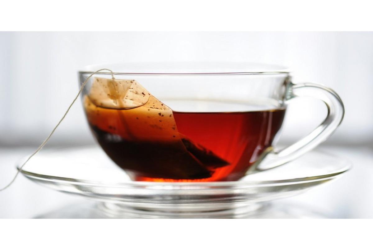 چای داغ را با این مواد ترکیب نکنید