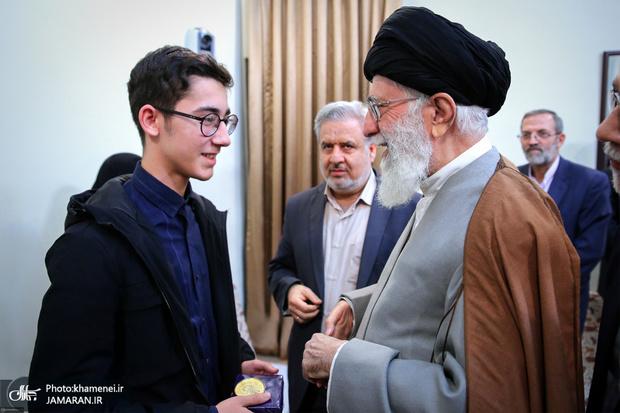 دیدار شطرنجباز نوجوان آرین غلامی با رهبر معظم انقلاب