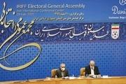 حواشی انتخابات فدراسیون فوتبال؛ آخرین تلاش کاندیدا برای جمع کردن رای/ مذاکره داخل حیاط!+ عکس و فیلم