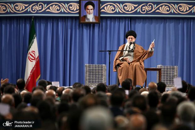 واکنش رهبر انقلاب به تحریم نفتی آمریکا: جمهوری اسلامی هر مقدار لازم داشته باشد و اراده کند، نفت صادر خواهد کرد/ این دشمنی بیجواب نخواهد ماند/  این ملت هیچگاه به زانو در نمی آید