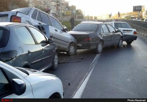 یک کشته و 7 مصدوم در تصادف زنجیره ای جاده لردگان