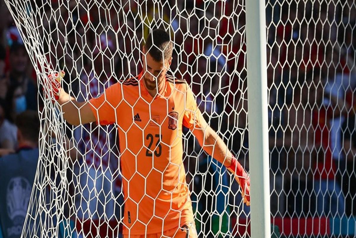 یورو 2020 اقدام جالب دروازه بان اسپانیا پس از دریافت جایزه بهترین بازیکن+عکس