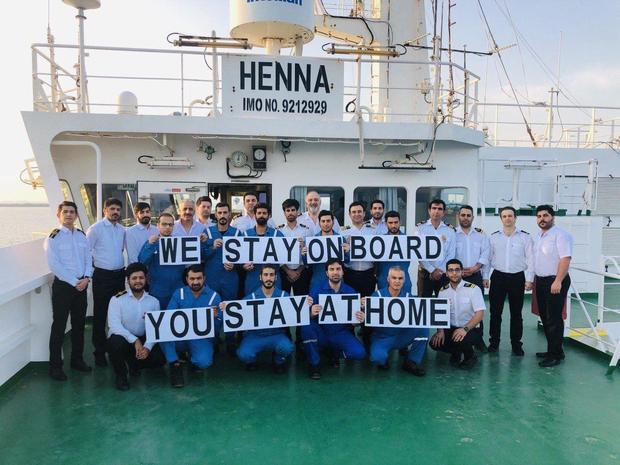 دریانوردان ایرانی: ما در کشتی میمانیم، شما در خانه بمانید + عکس و فیلم