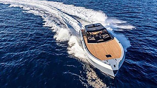 قایقی که میتواند تنها با یک بار شارژ باتری، بیش از ۹۰ کیلومتر مسافت را طی کند