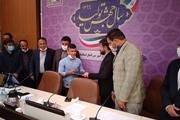طلای کشتی فرنگی قهرمانی جهان به مدافعان سلامت در خوزستان اهدا شد