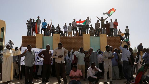 سودانی ها خود را برای تظاهرات میلیونی اعتراضی آماده می کنند