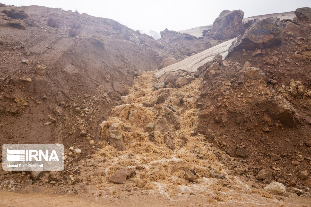 راه ارتباطی ۲۸ روستای چهارمحال و بختیاری بر اثر سیلاب بسته شد