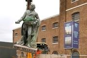 برچیدن تندیس رابرت میلیگان (تاجر برده قرن هجدهم) در لندن
