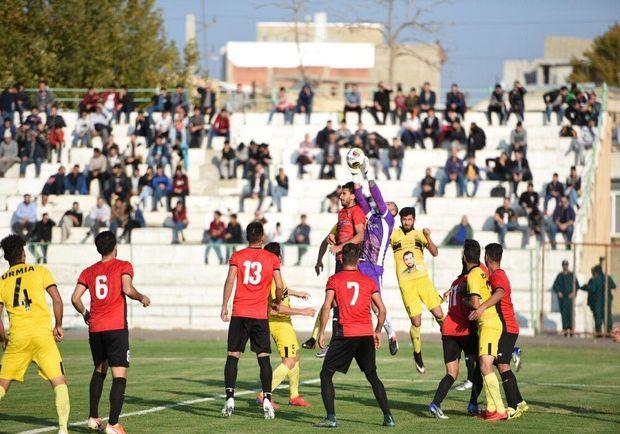 تیم فوتبال ۹۰ ارومیه همچنان در اندیشه صدرنشینی لیگ یک کشور