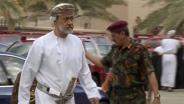 پادشاه جدید عمان سوگند یاد کرد+عکس