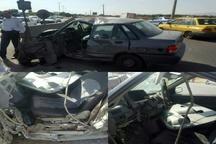 رهاسازی راننده گرفتار در اتاقک خودرو توسط آتشنشانان در قزوین
