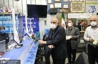 حضور مسجد جامعی در کتابفروشی حافظ و اهدای گل به همسایگان آن (14)