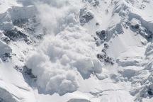 2 مورد ریزش کوه و بهمن در جاده کرج - کندوان رخ داد