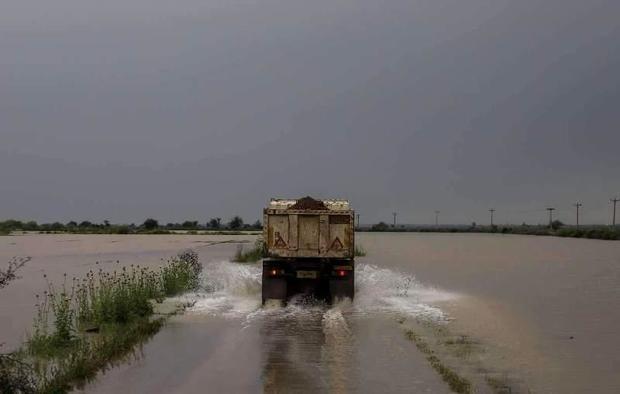 جاده شادگان - دارخوئن بر اثر سیلاب بسته شد