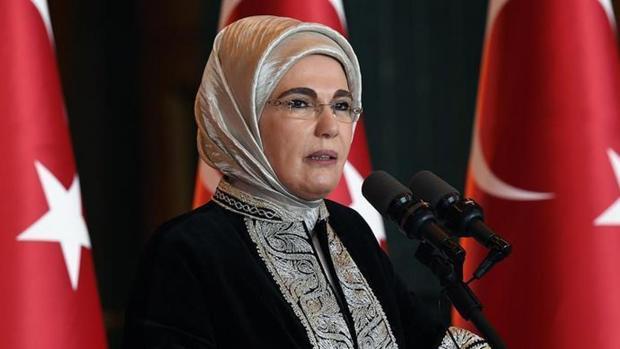 نذری همسر اردوغان سوژه شد+ عکس