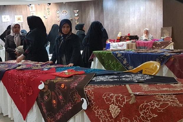نمایشگاه و بازارچه موقت صنایع دستی در قزوین برپا شد