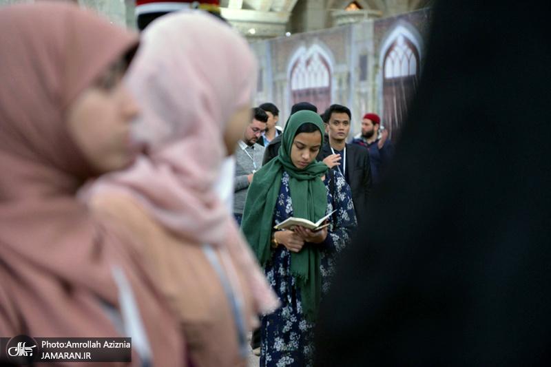 ادای احترام شرکتکنندگان در مسابقات بینالمللی قرآن کریم نسبت به امام خمینی(س)