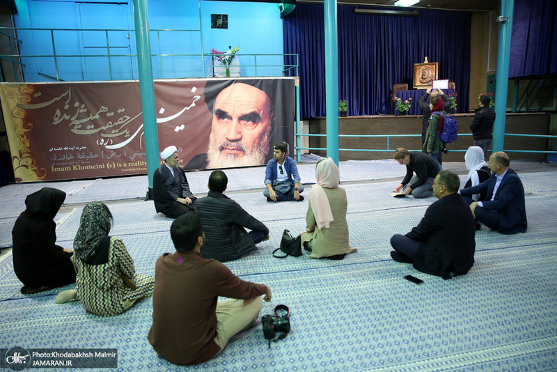 بازدید گردشگران خارجی از بیت امام خمینی(س) در جماران