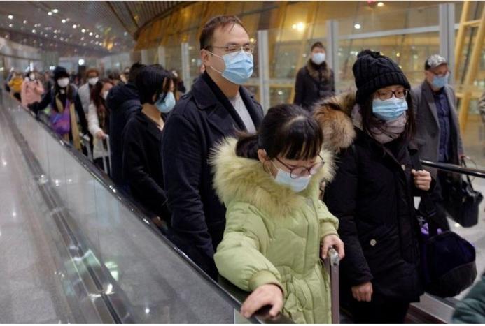 معاینه مسافران پروازهایی که از چین وارد ایران می شوند/ ویدیو