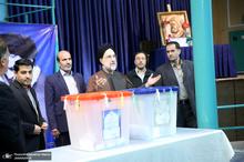 حضور سید محمد خاتمی در حسینیه جماران برای شرکت در انتخابات