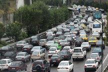 تراکم سنگین ترافیکی و جمعیتی در محورهای ورودی مشهد